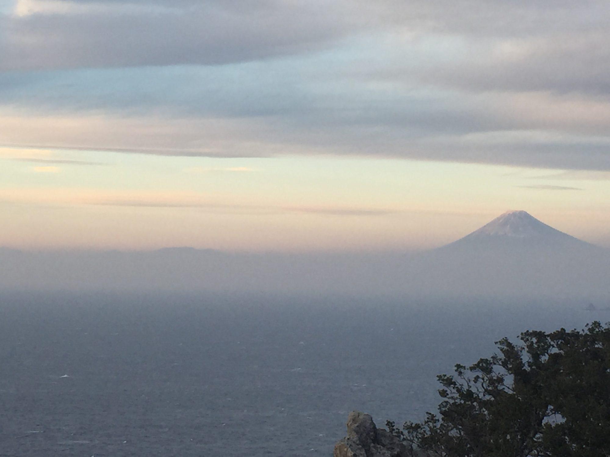 2016年の雲見温泉烏帽子山からの富士山