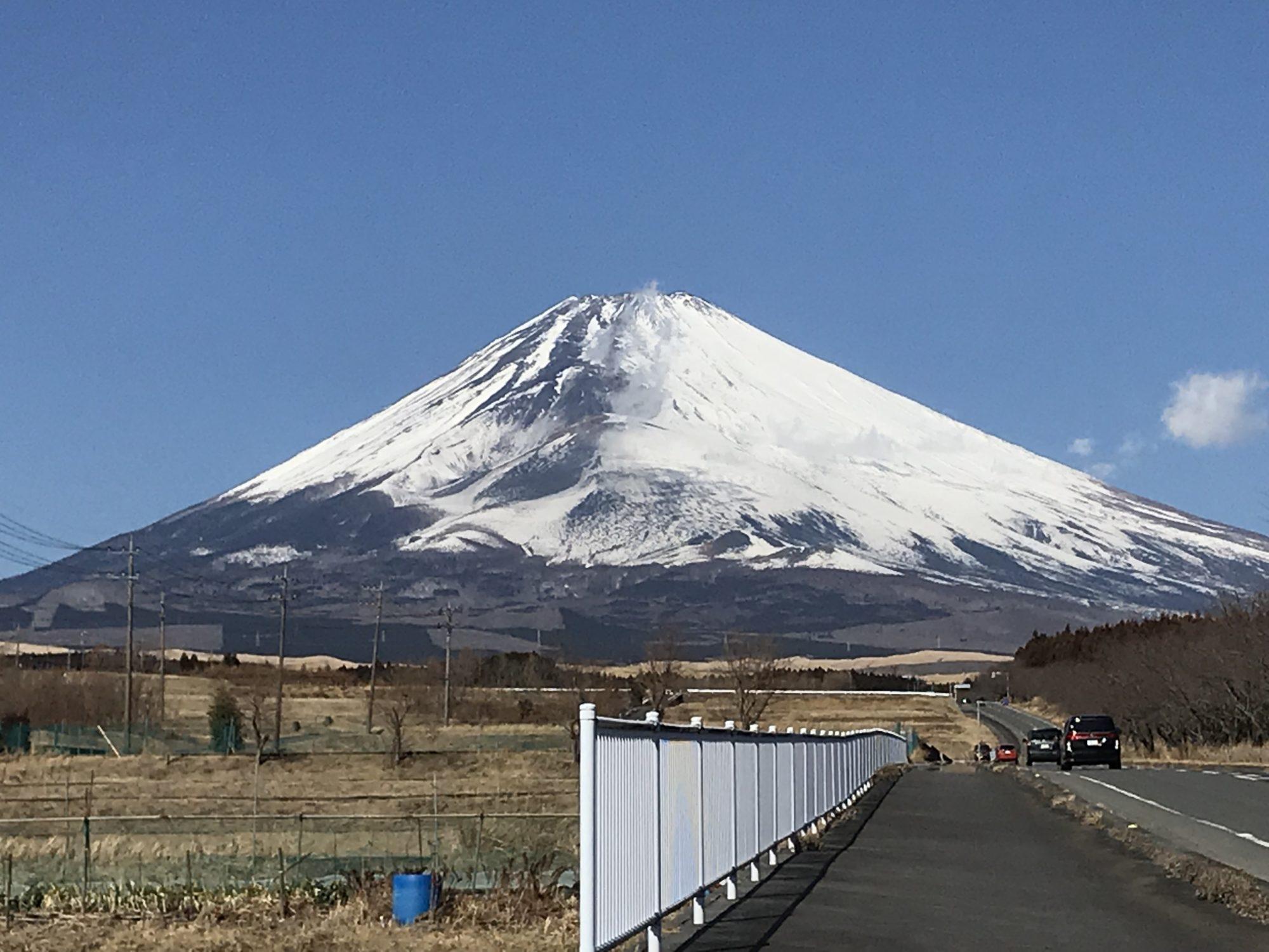 冬の富士山、食事処すそのへ向かう道