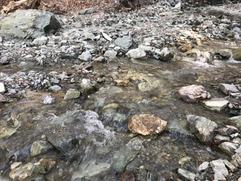 分杭峠水場の清流