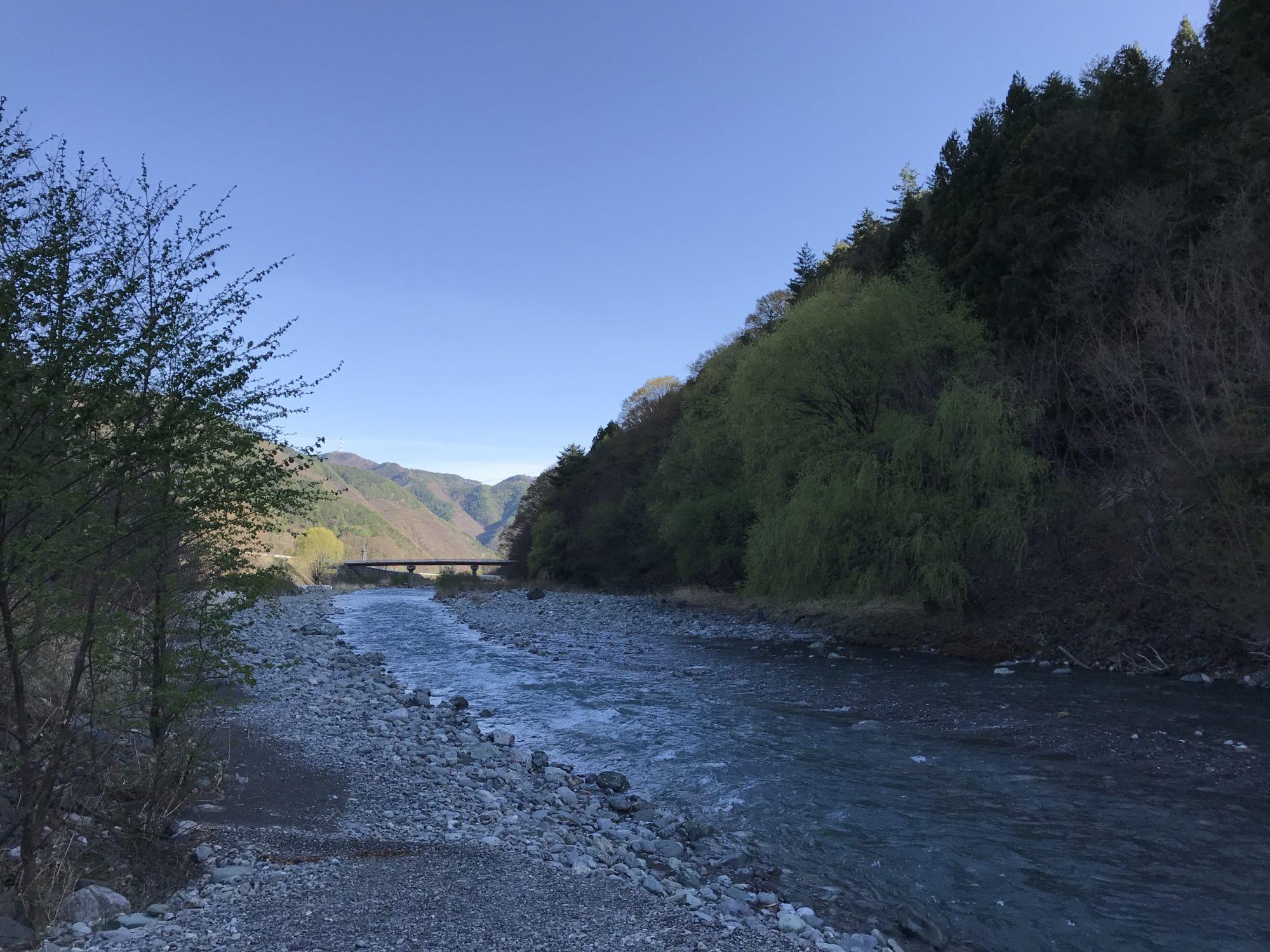入野谷前の川