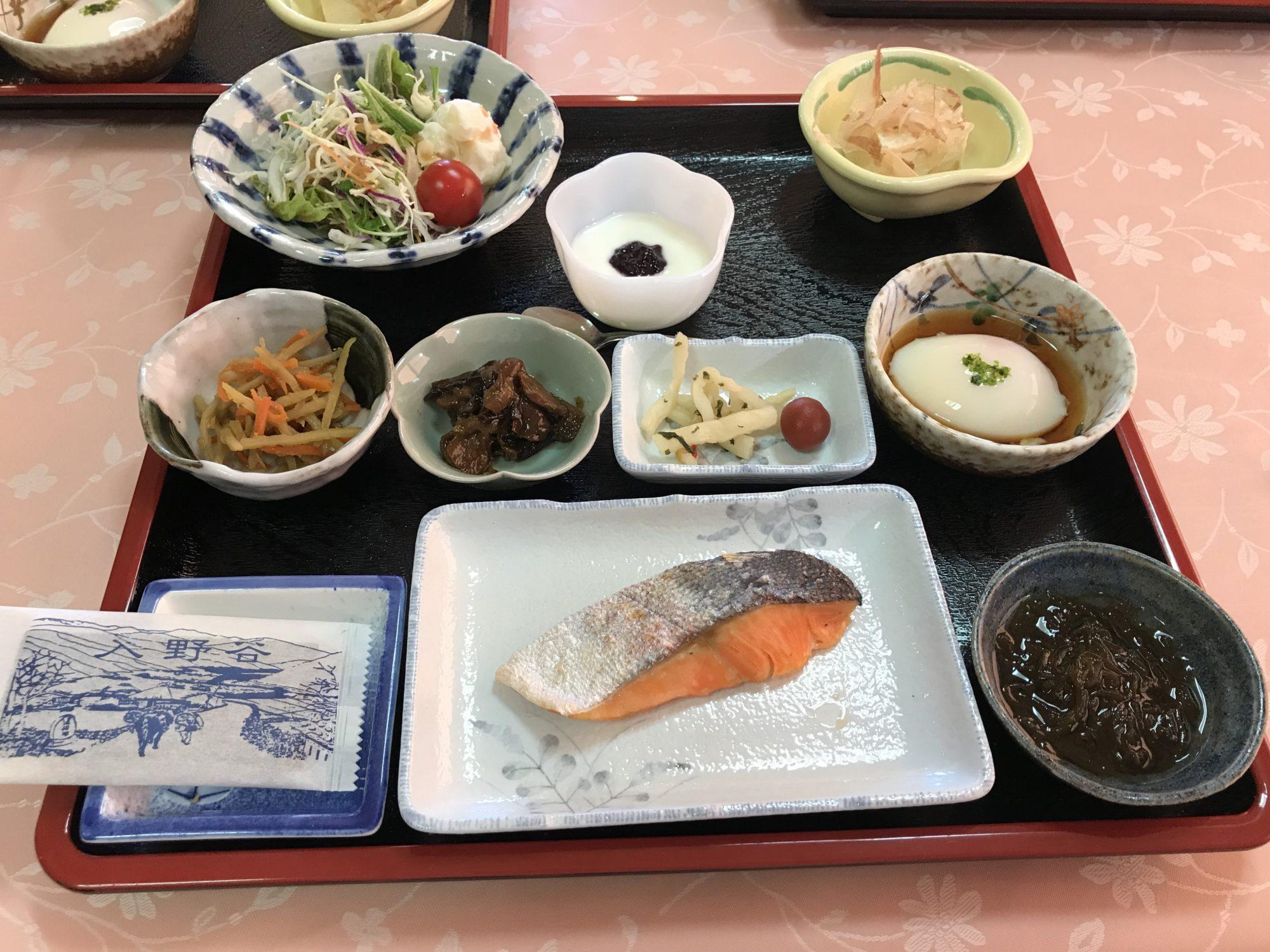入野谷の朝食