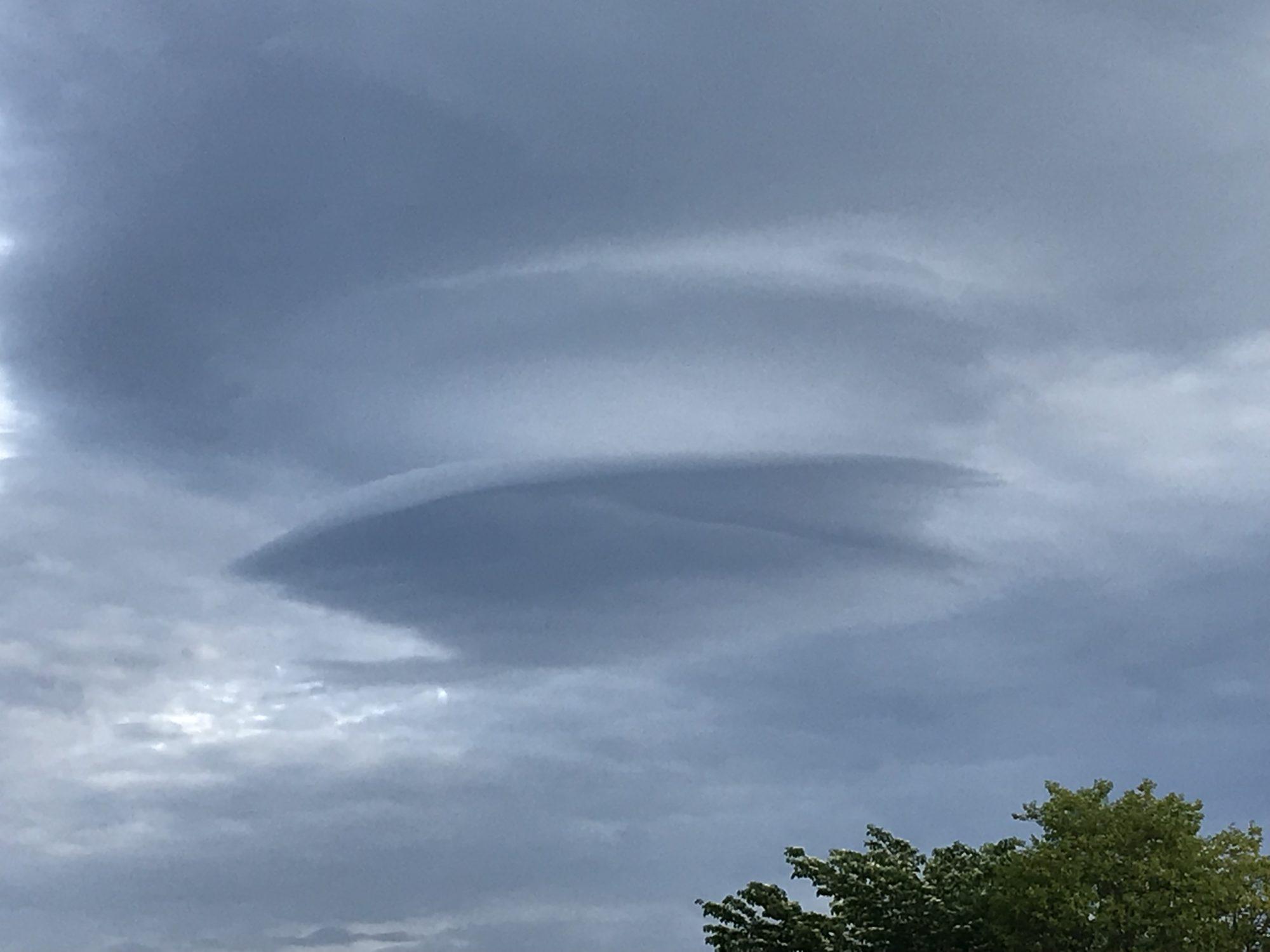 5月13日朝、吊るし雲