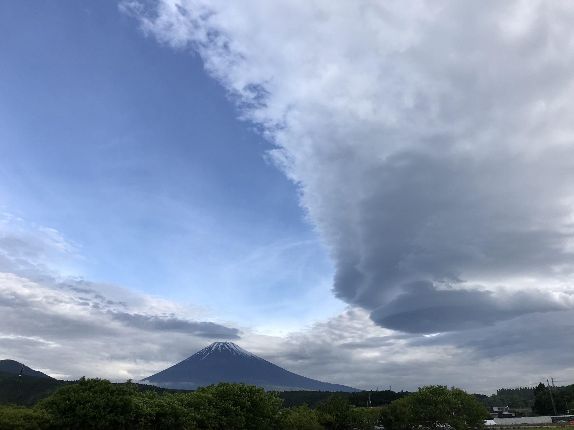 5月13日朝、富士山と吊るし雲