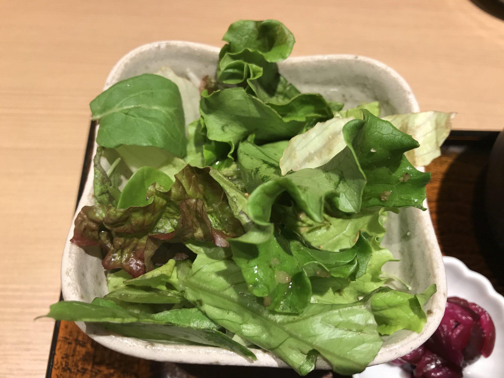 市ヶ谷巴の定食の野菜サラダ