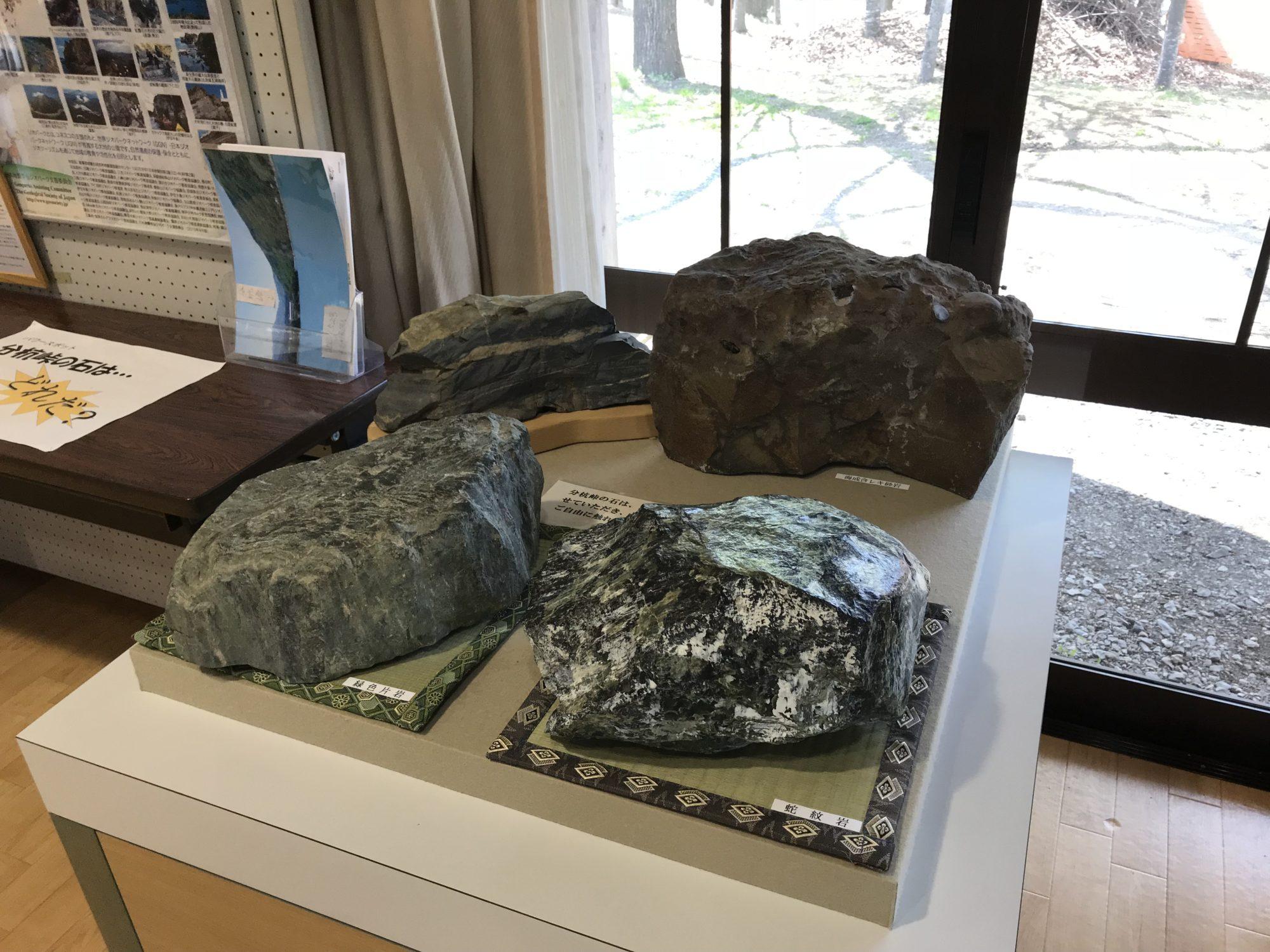 道の駅むら長谷の分杭峠の石の展示