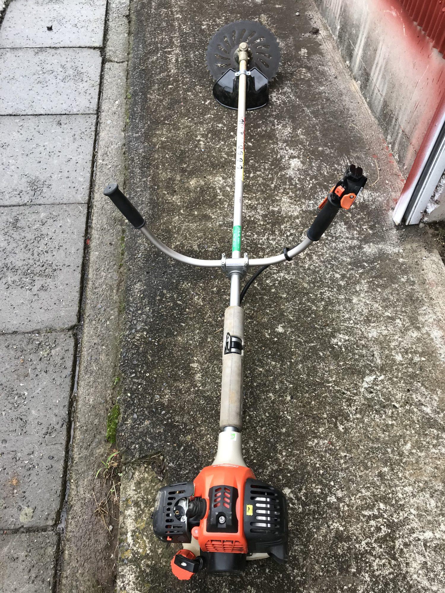 ハンドル付き草刈り機