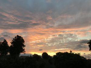 早朝の東の空、朝焼け