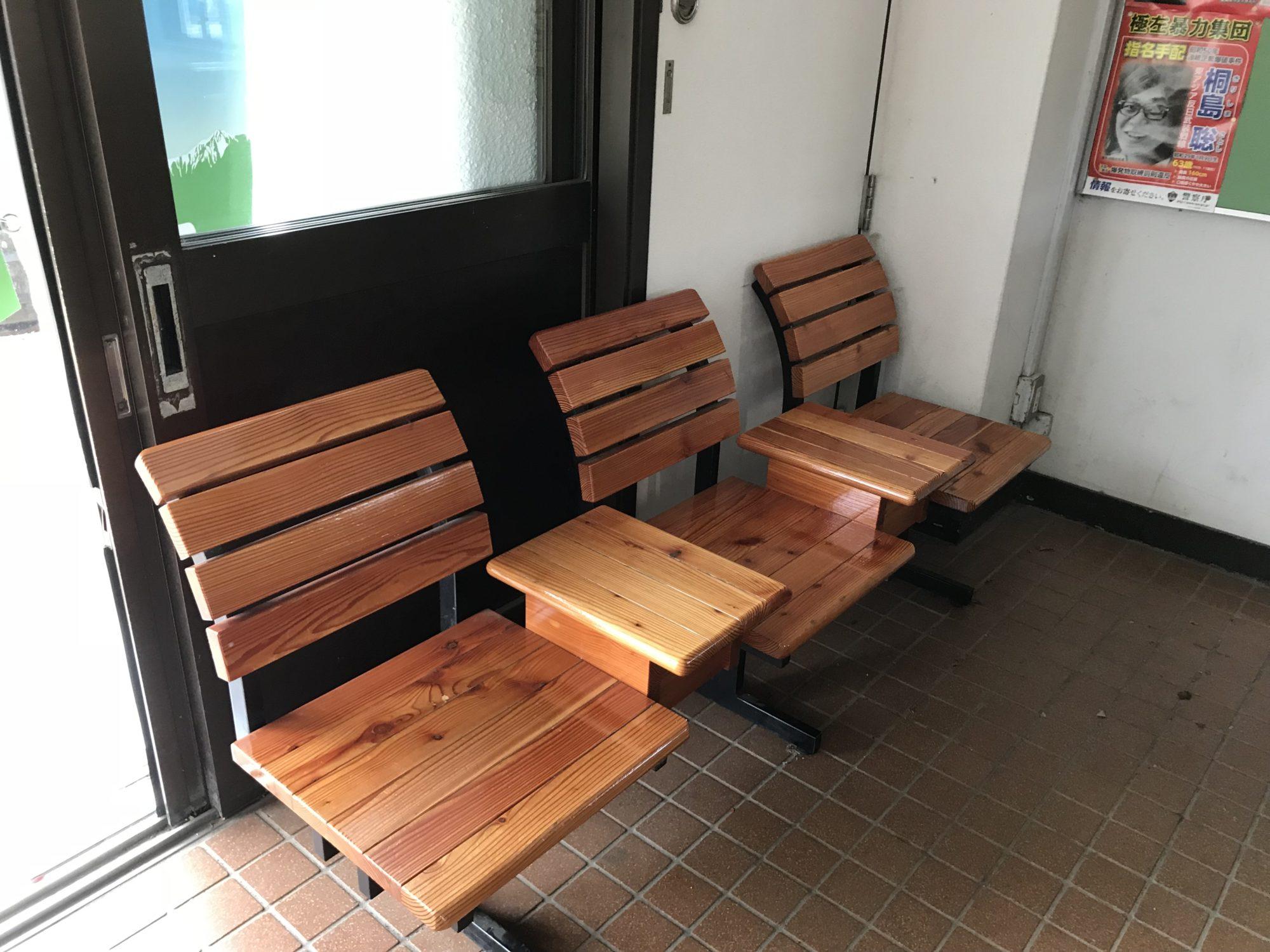 野辺山駅の椅子