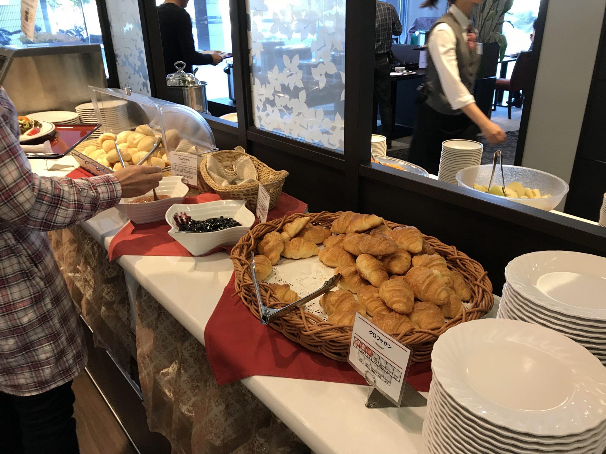 紅やホテル朝食バイキングのパン