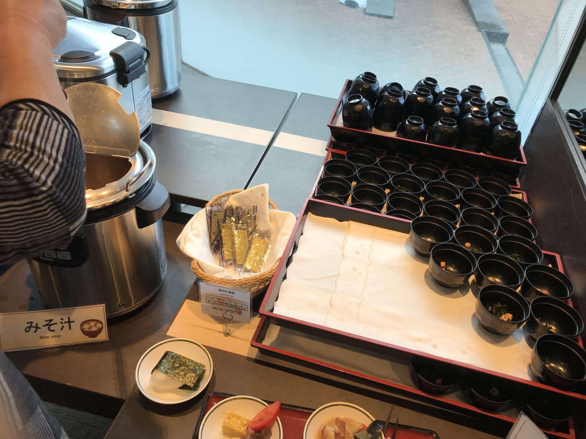 紅やホテル朝食バイキングのみそ汁
