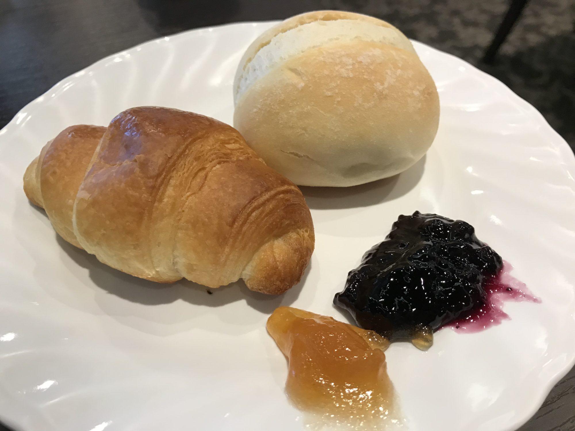 紅やホテル朝食のパン